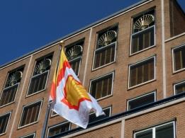 Imposante ramen van het hoofdkantoor van Shell