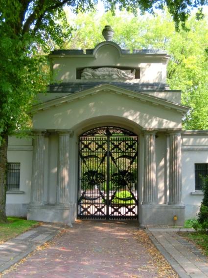Oude toegangspoort Begraafplaats Crooswijk