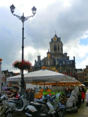 Terrassen en het stadhuis