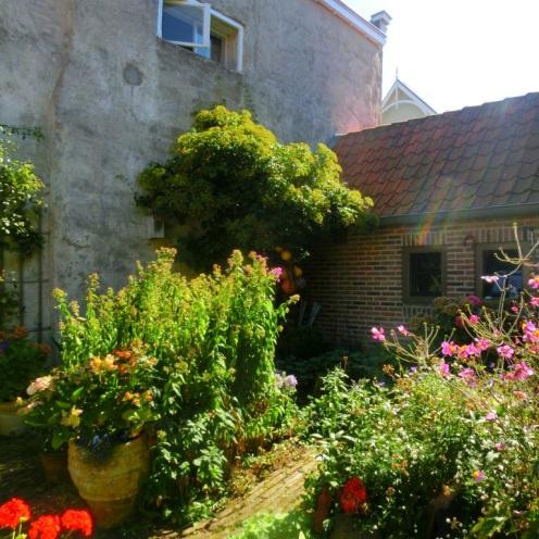 binnentuin-van-de-stadsboerderij