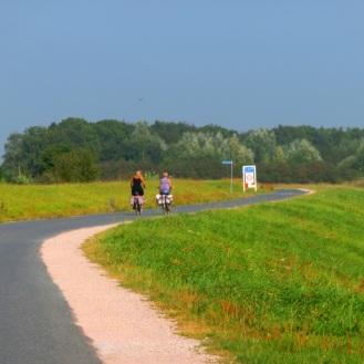 fietsers-op-de-dijk