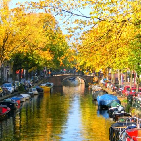 amsterdamse-grachten-in-herfstkleuren