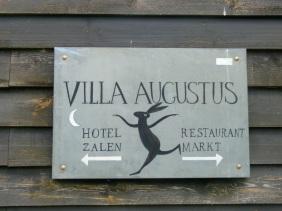Bord Villa Augustus