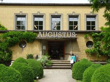 Ingang Villa Augustus