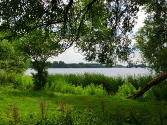 Doorkijkje naar het meer