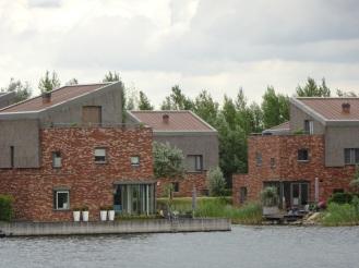 Huizen aan de plas