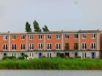 Huizen langs Oosterlaakplas
