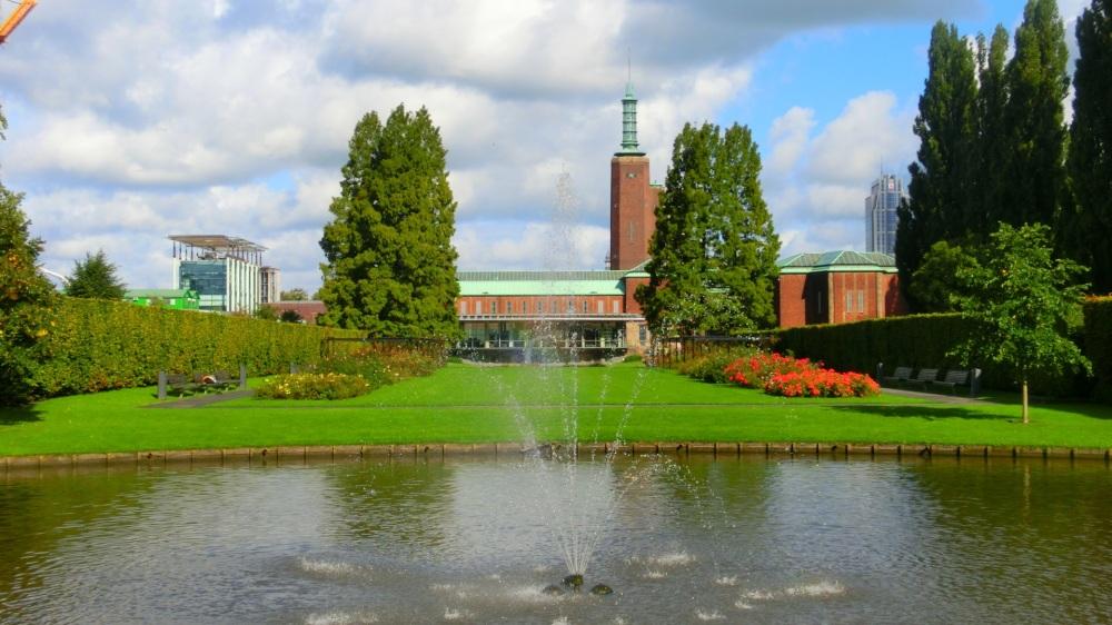 Vijver en fontein van het Museumpark.jpg