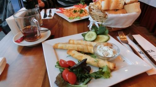 Turkse thee en lekkernij bij Florya