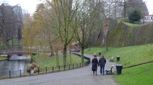 Wandelaars in het park