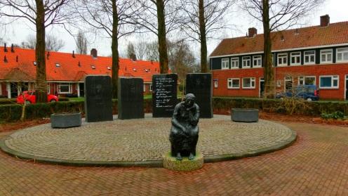 Bezinningsmonument van Marius van Beek met enkele regels uit afscheidsbrief van verzetsstrijder Krijn Breur