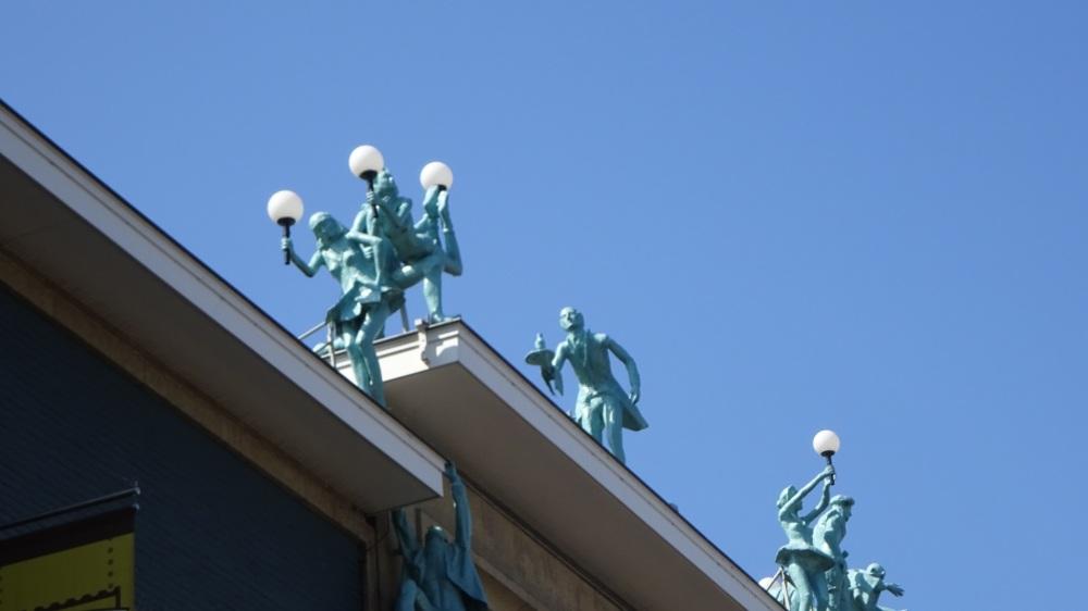 Beelden op Twentse Schouwburg