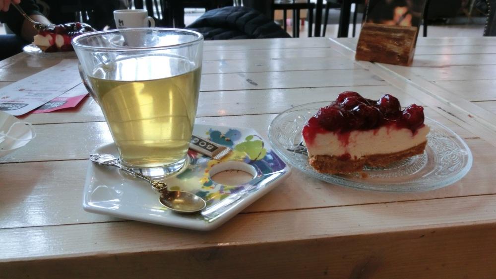 Thee en zelfgemaakte taart bij lunchroom de Eetalage