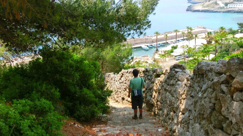 Stenen pad naar beneden