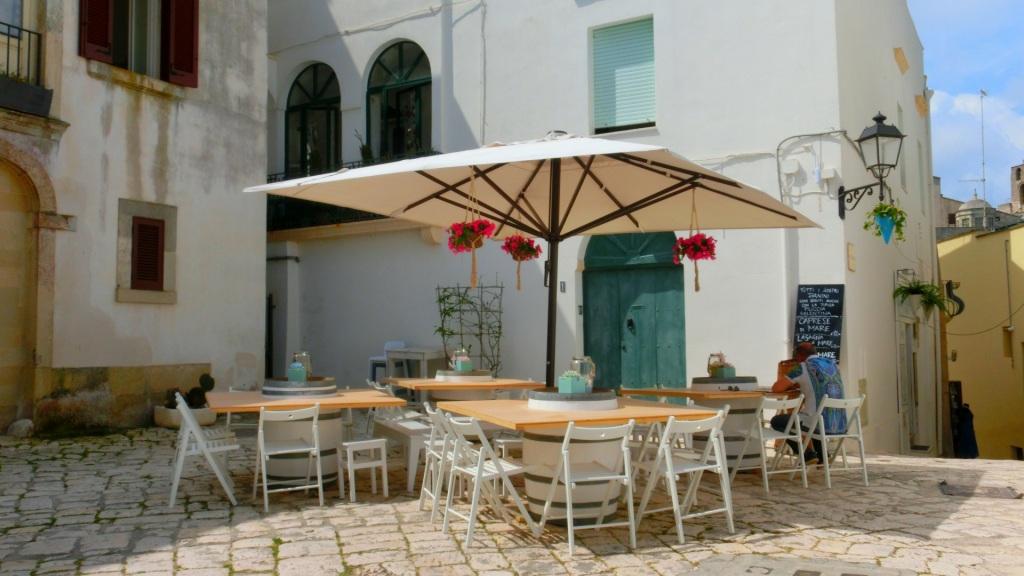 Terrasje historische straatjes Otranto