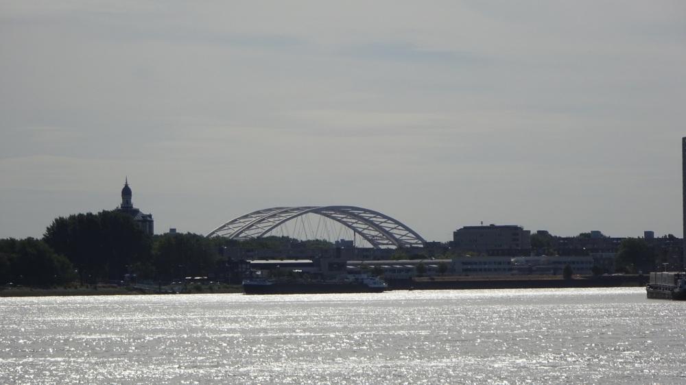 Uitzicht op Van Brienoordbrug en DWL terrein