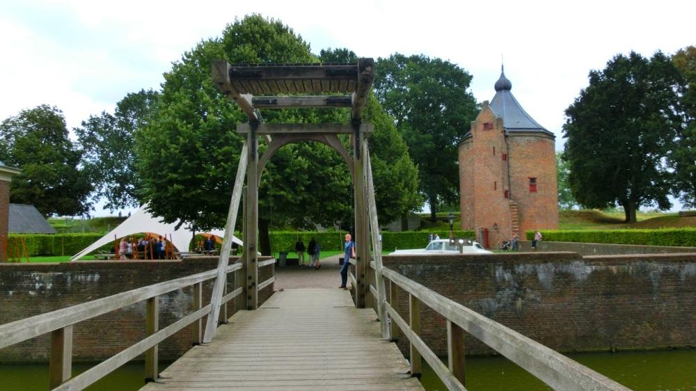 Ophaalbrug Slot Loevestein
