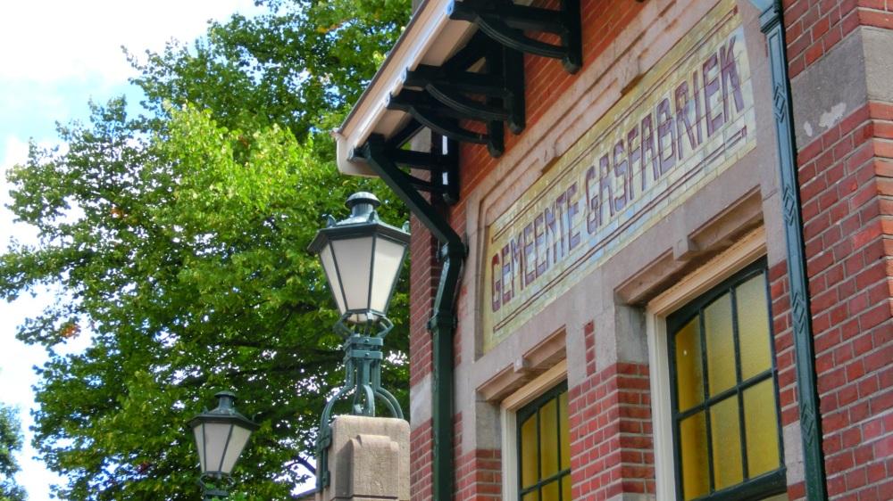Portierhuisje met tegels van de firma Rozenburg.jpg