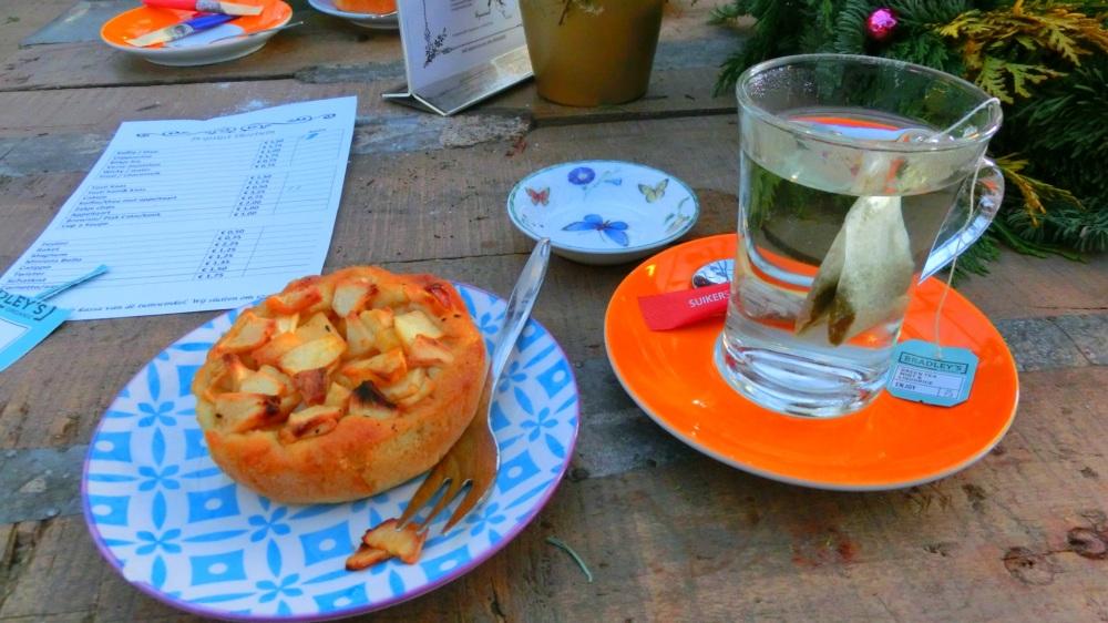 Koffie en thee met appeltaart