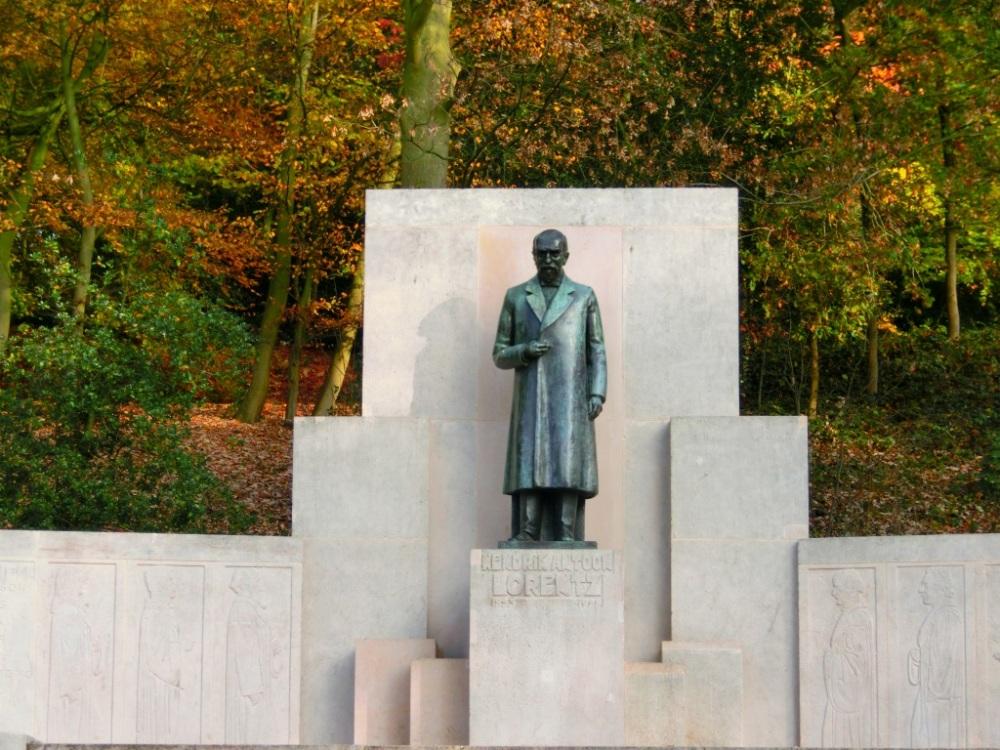lorentz monument