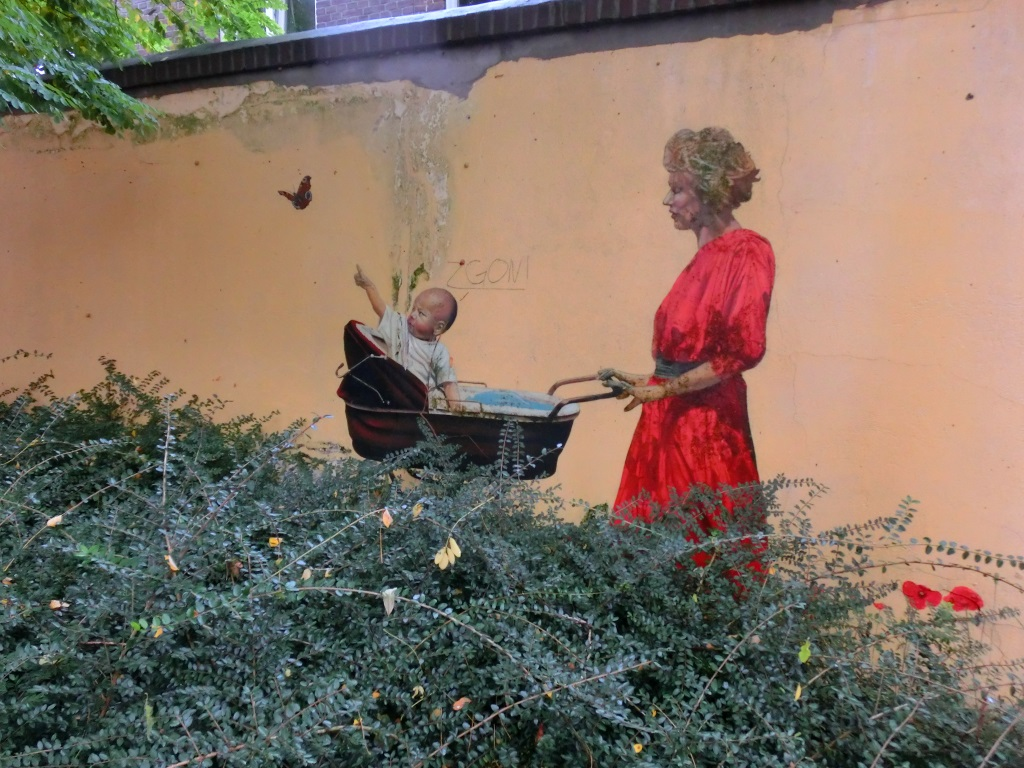 muurschilderingen vrouw met kinderwagen
