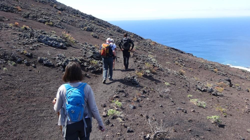 Wandelen in vulkanisch landschap
